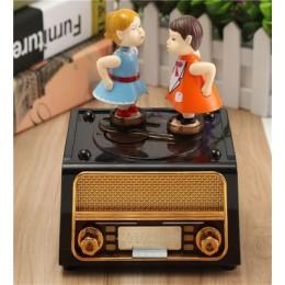 Radyo Tasarımlı Öpüşen Aşıklar Temalı Hareketli Müzik Kutusu